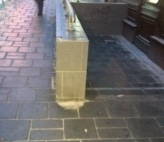 У львів'ян нахабно крадуть тротуари, поки Садовий святкує перемогу на виборах: фото
