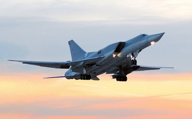 Видео катастрофы российского бомбардировщика потрясло весь мир: раскололся пополам