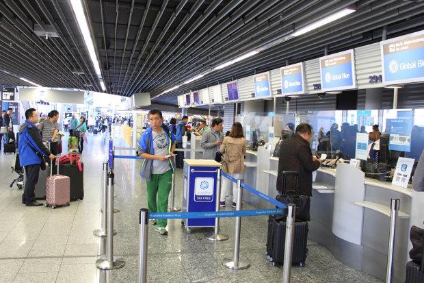 Немецкие аэропорты массово отменяют рейсы