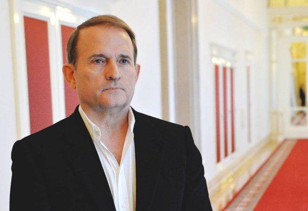 Даже такой политик третьего эшелона как Вилкул знает, что Медведчук принимает все решения в своем собственном кабинете, - Устинов
