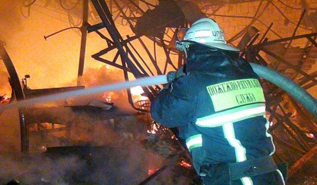 В Ивано-Франковске 8 пожарных машин тушили столярный цех (фото)
