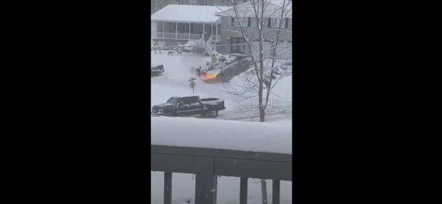 Чоловік взяв у руки вогнемет біля свого будинку: тримав його до Різдва