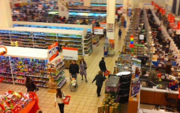 Чоловіка вбили прямо в популярному супермаркеті