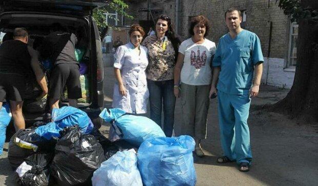 Тернопільські волонтери передали бійцям АТО медикаменти від Канади (фото)