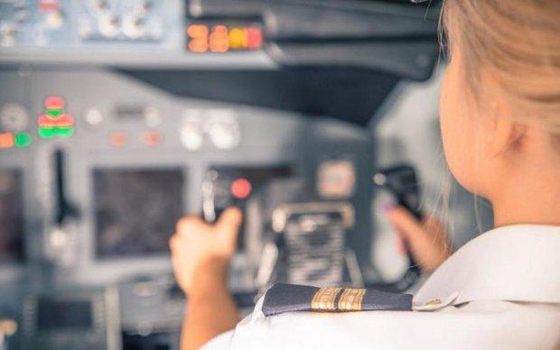 Дух жінки-пілота: очевидець зняв містичне відео всередині літака