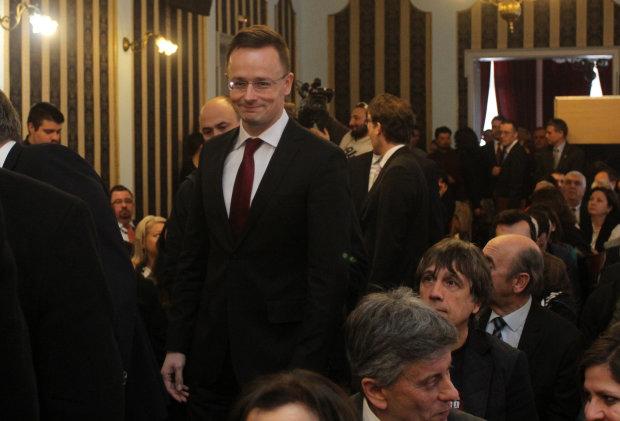 """Паспортний конфлікт: Угорщина вигадала, як """"помститися"""" Україні"""