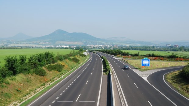 Презентации еще не было, но машина уже поехала: Skoda Octavia-2020 засекли на чешских дорогах, фото