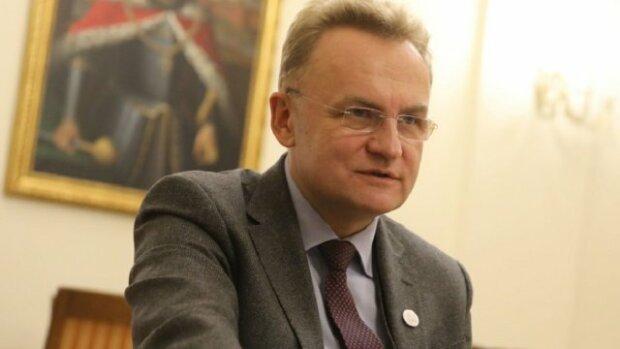 """У Львовi гримить Майдан, розлюченi вiйськовi атакували мерiю: """"Садовий, виходь!"""""""