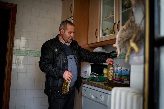 Чоловік на кухні, фото: Getty Images