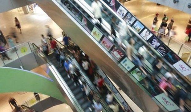 Дві тисячі підлітків побились на різдвяному розпродажі (відео)