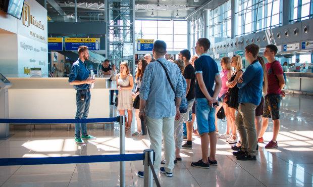 """Канада закрила в'їзд власникам """"паспортів Путіна"""": що чекає на прихильників ворожих """"ЛДНР"""""""