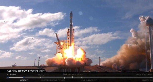 Маск покаже світу подорож людини на Місяць