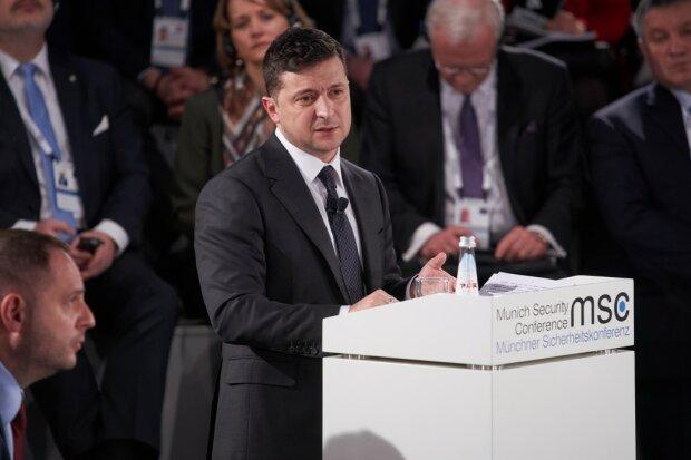 """Зеленский готов к выборам на Донбассе - """"Людям нужны..."""""""