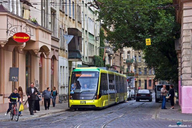 Лучше пешком: троллейбус-оплодотворитель перепугал всех женщин во Львове
