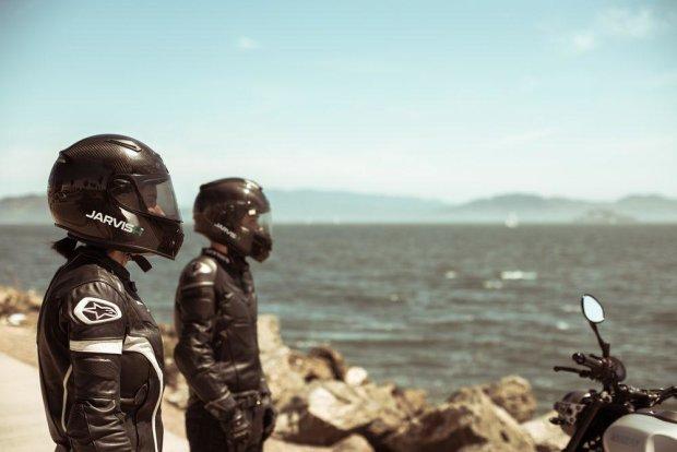 Шлем будущего для настоящих гонщиков показали в сети
