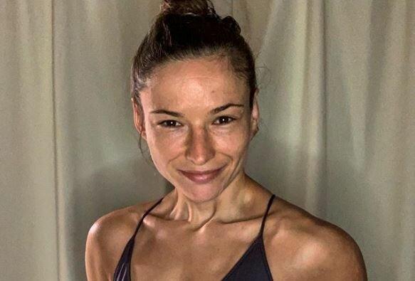 Окровавленная украинка Марина Мороз показалась на больничной койке сразу после боя на турнире UFC