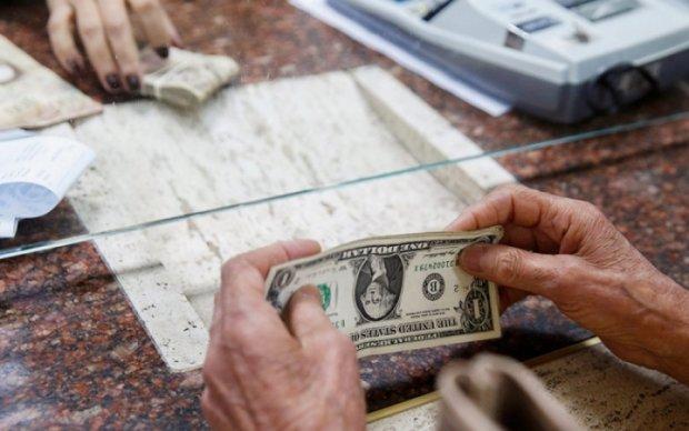 НБУ агитирует украинцев распрощаться с долларами