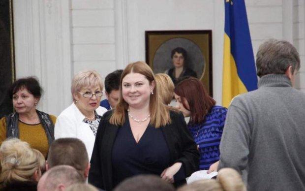 Замах на Гандзюк: чиновниці стало гірше, вся Україна шукає ліки