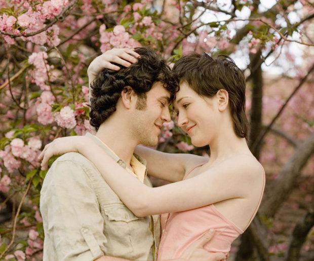 Еротичний гороскоп на 26 квітня для всіх знаків Зодіаку: на Водоліїв чекає сюрприз, від Тельців не зможуть відірватися