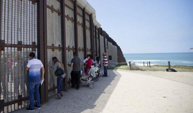 У Трампа забракло грошей на стіну з Мексикою