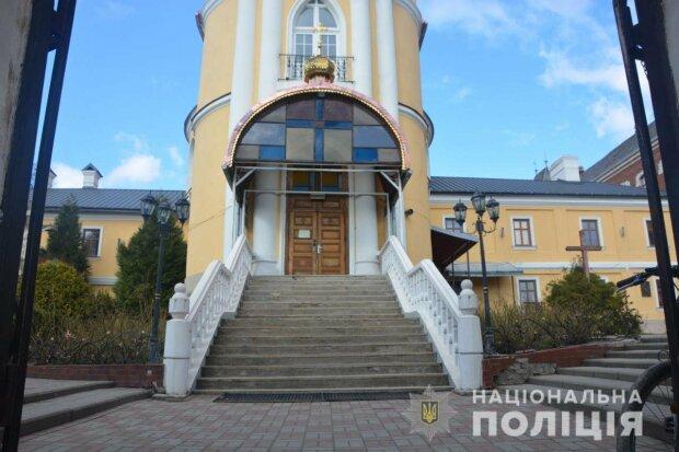 На Львівщині обікрали церкву, фото Національної поліції