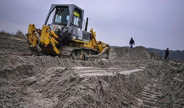 Киевские добытчики песка продолжают запрещенную деятельность (фото)