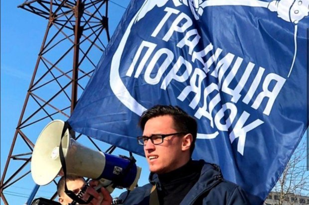 """Рух """"Традиція і порядок"""" викрив шахрая, який знищує українські дороги"""