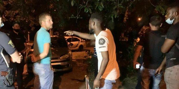 """У Києві озвіріла банда жорстоко розправилася з іноземцем - """"не такий"""" колір шкіри"""