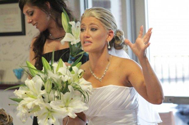 Платье свекрови заставило невесту биться в истерике: держись от нее подальше