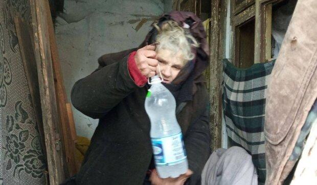 Пенсионерка живет в разваленном доме, фото: Facebook Каритас Коломыя