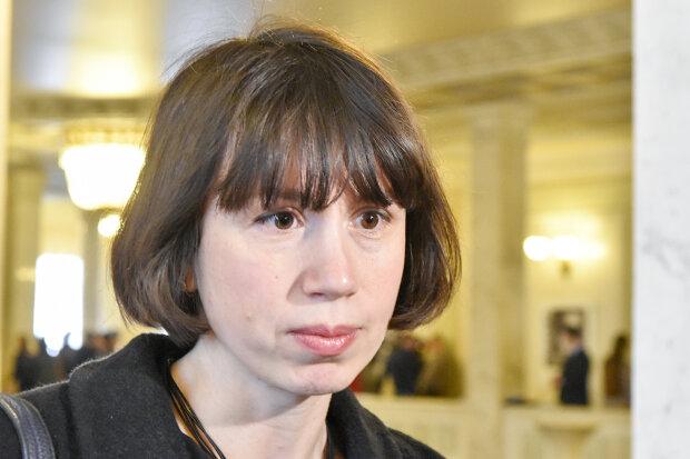 Справжня леді: скандальна екс-нардеп Чорновіл на підборах перемахнула через паркан ДБР, - епічне відео