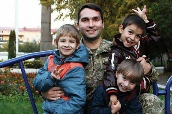 Чужих дітей не буває: вінничанин усиновив малят загиблих на Донбасі побратимів, - щемлива історія, яка відродить вашу віру в людей