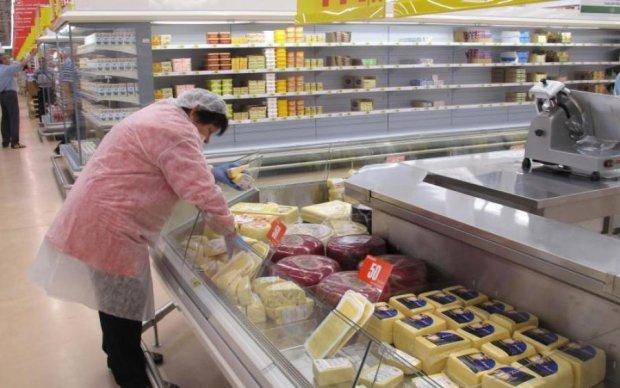 Відомий супермаркет торгує ролами з мишатиною