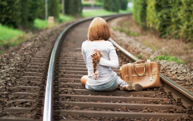 """""""Спит на уроках, так как по ночам помогает отцу"""": тяжелый труд и нищета загнали ребенка под поезд"""