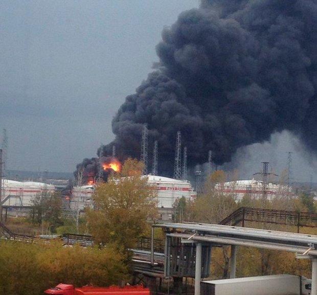 У Росії палає хімзавод, рятувальники гинуть у вогні: відео