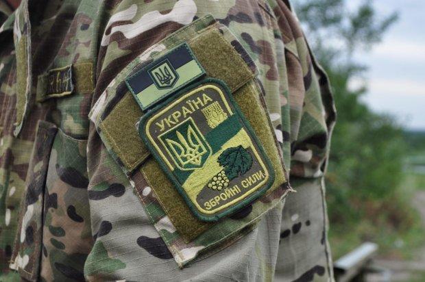 Збували прямо в казармах: військових ЗСУ спіймали з наркотиками
