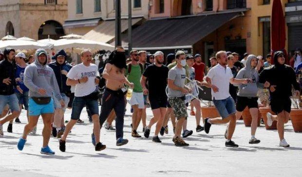 Російський депутат похвалив футбольних фанів за масову бійку