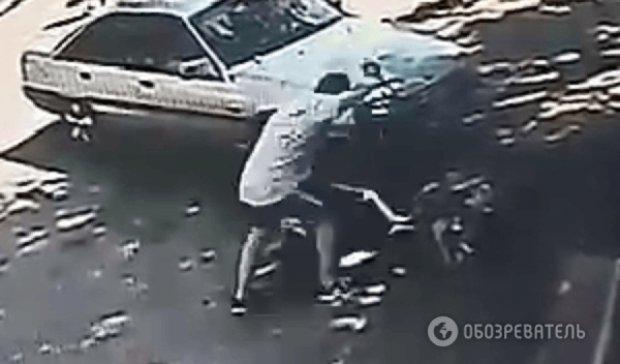 Моторошне вбивство потрапило в об'єктиви камери спостереження