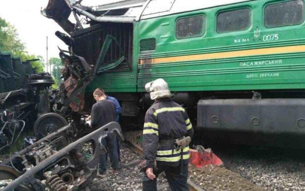 Под Киевом поезд расплющил Lexus, есть пострадавшие
