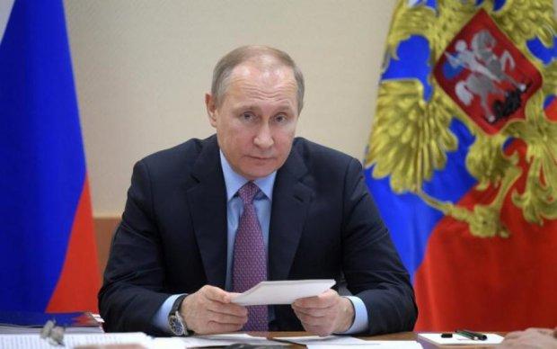 Путін на лабутенах і без штанів перезбудив соцмережі і Photoshop