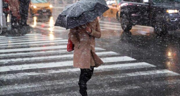 Грядет похолодание и снег: синоптики призвали украинцев прощаться с летней погодой