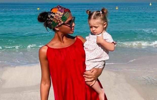 """Экс-""""ВИА Гра"""" Димопулос выдала тонкости отдыха с ребенком: запасайтесь бананами и терпением"""