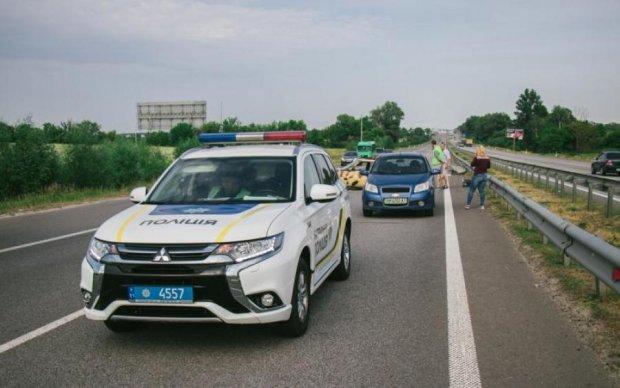 Пекельна ДТП під Києвом: від удару автобус рознесло на частини