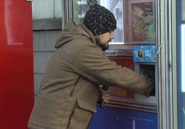 Киоск с сигаретами, кадр из видео