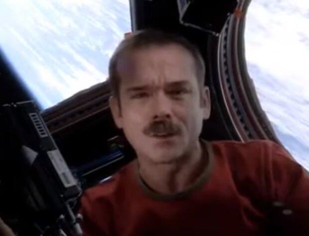 Кріс Хедфілд - скріншот з відео