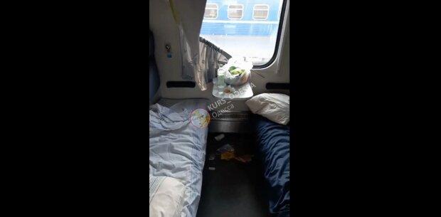Гимнасты разнесли вагон, скриншот: Telegram