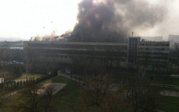 В Харькове горит велозавод - фото