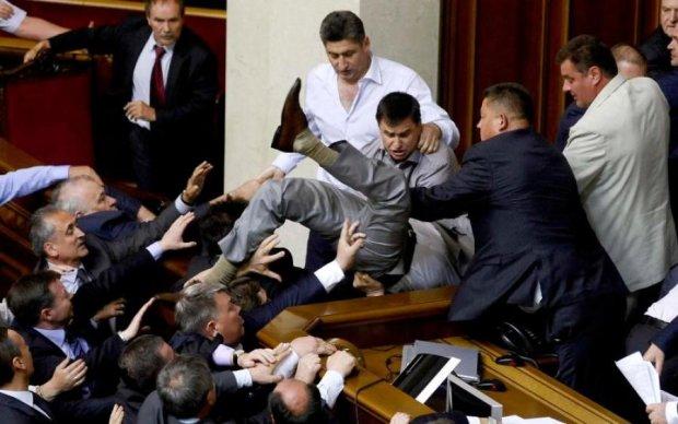 Украинцам сказали, сколько их денег сжирают депутаты