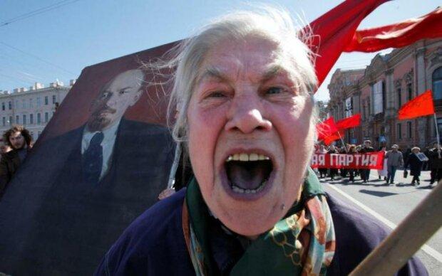 """Ватный курятник: жительницы Донбасса попытались """"изгнать"""" ВСУ своим кудахтаньем"""