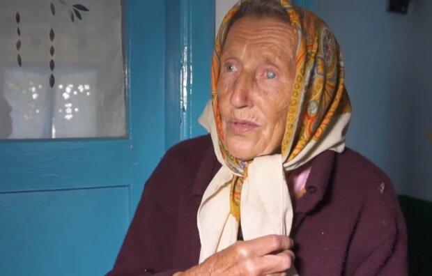"""87-летняя тернополянка всю жизнь ходит босиком - здоровье, как у двадцатилетней: """"Болеешь? Бегай по росе"""""""